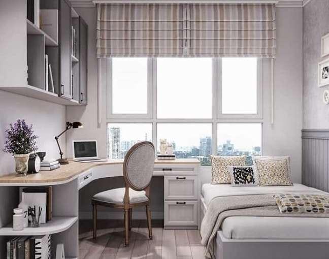 31. Modelo de escritório pequeno no quarto com bancada em formato L. Foto: Icon Interior