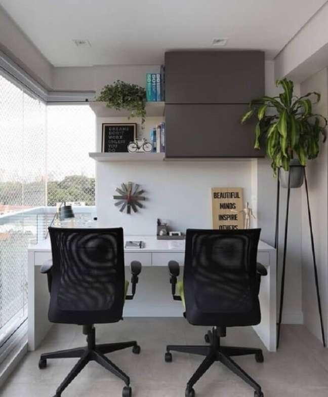 7. Monte seu escritório pequeno na varanda. Foto: Mariana Orsi com Debbie Apsan