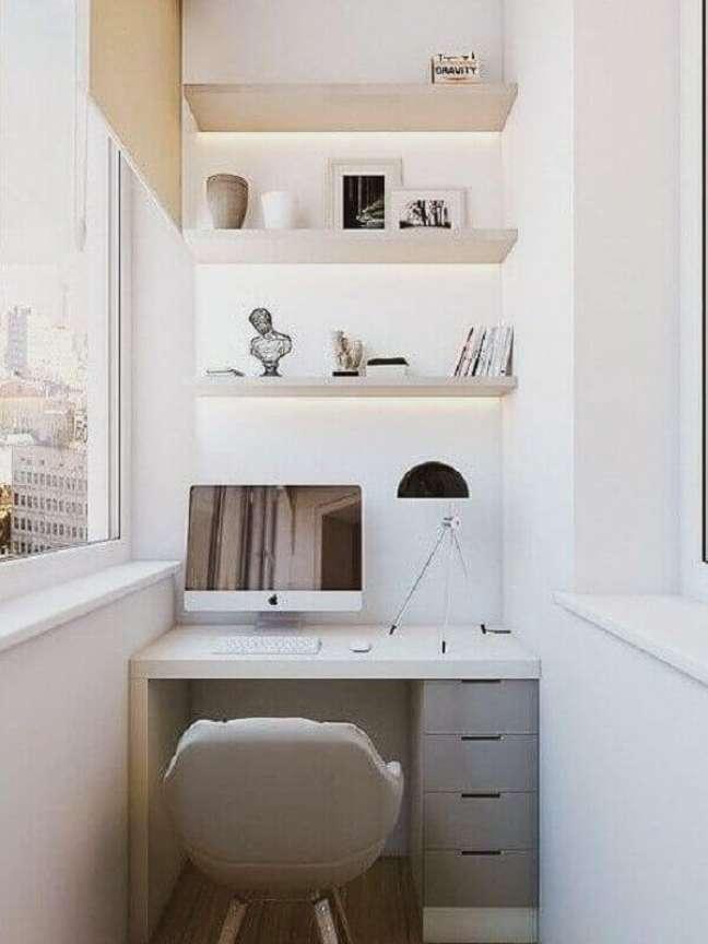 30. Modelo de escritório pequeno na varanda. Foto: A Casa Delas