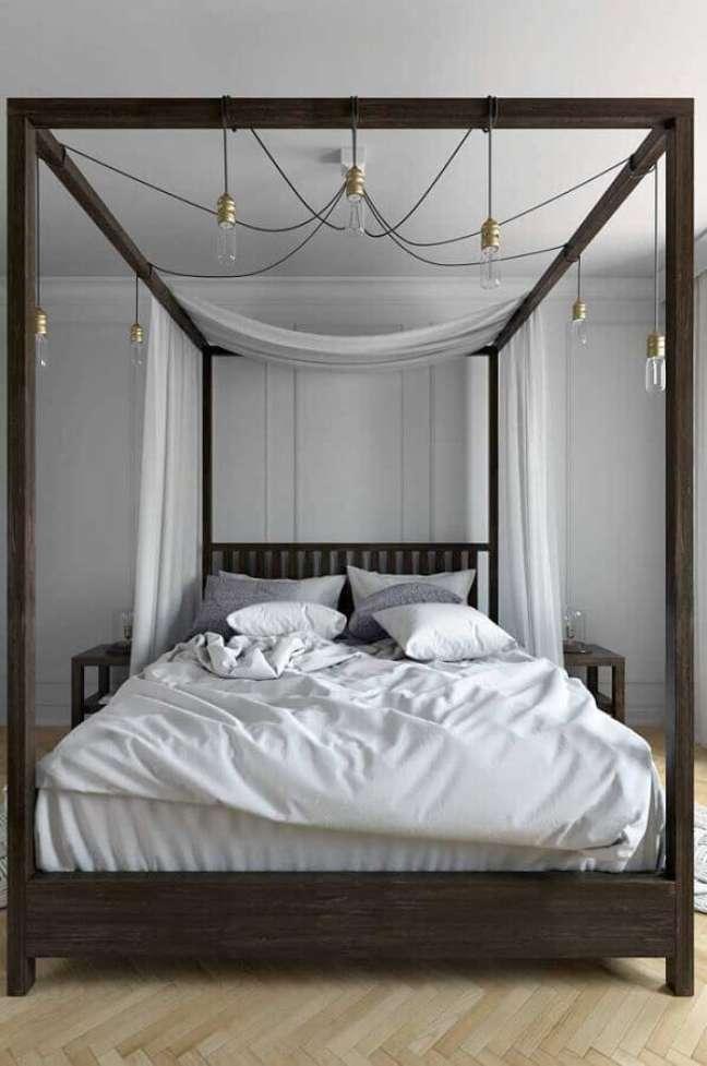 43. Dossel com mosquiteiro para quarto de casal moderno decorado em tons de cinza – Foto: Decor Fácil
