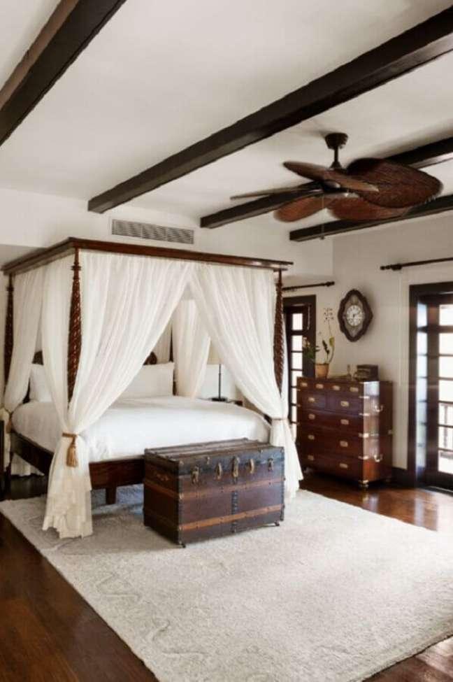 10. Decoração de quarto grande com dossel para camas de casal – Foto: Home Fashion Trend