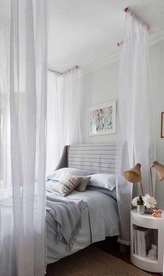 46. Dossel de teto com mosquiteiro para decoração de quarto de casal – Foto: Apartment Therapy