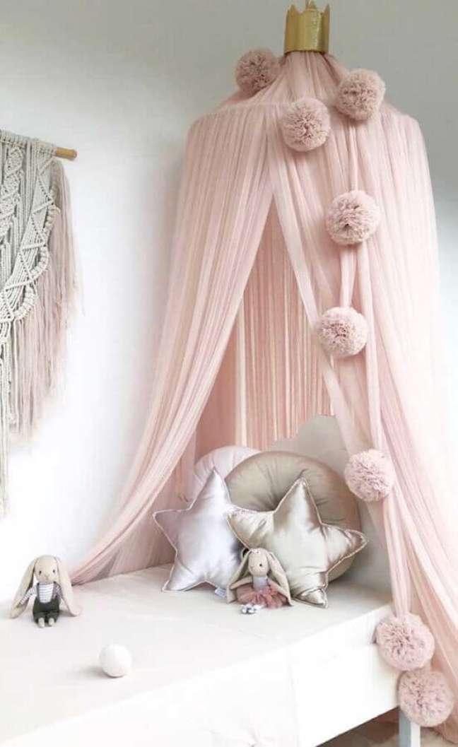 32. Cama infantil com dossel para decoração de quarto de menina – Foto: Decor Fácil