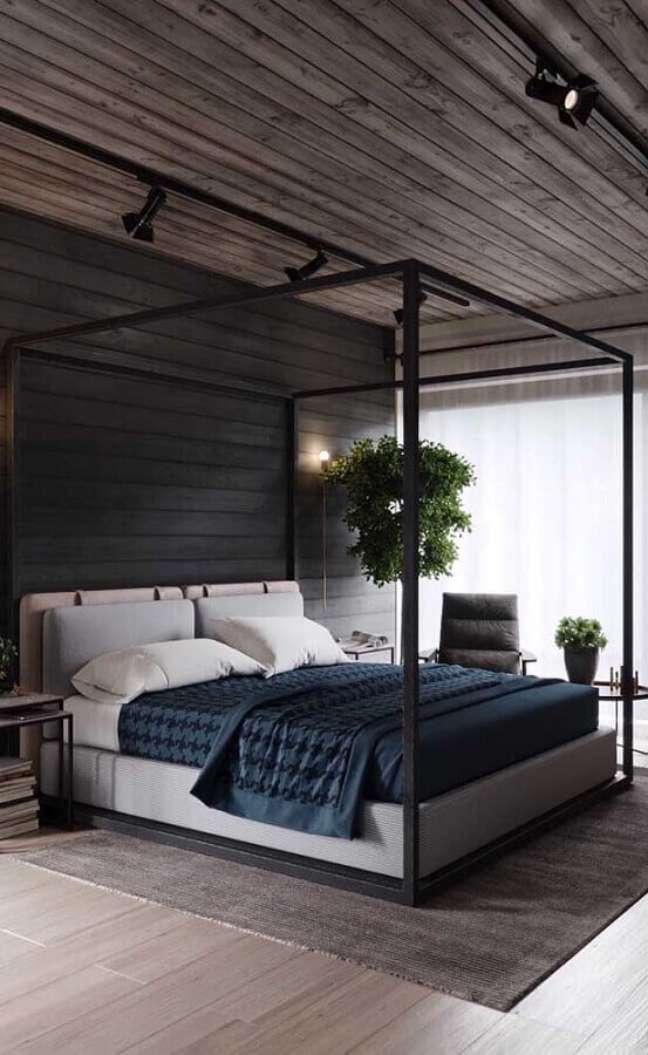 26. Cama com dossel para quarto de casal cinza decorado com teto de madeira – Foto: Apartment Therapy