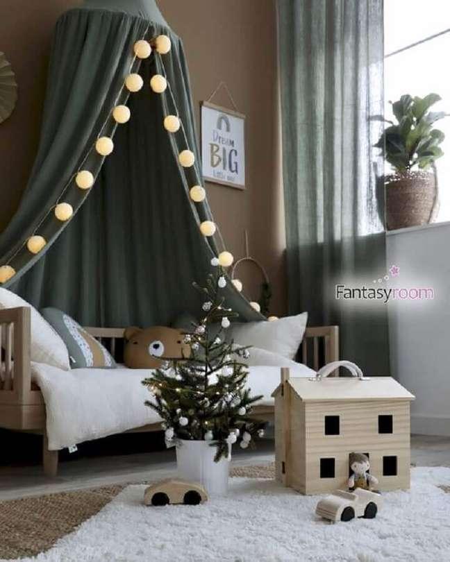 51. Quarto infantil decorado com cordão de lâmpada para cama infantil com dossel – Foto: Fantasyroom