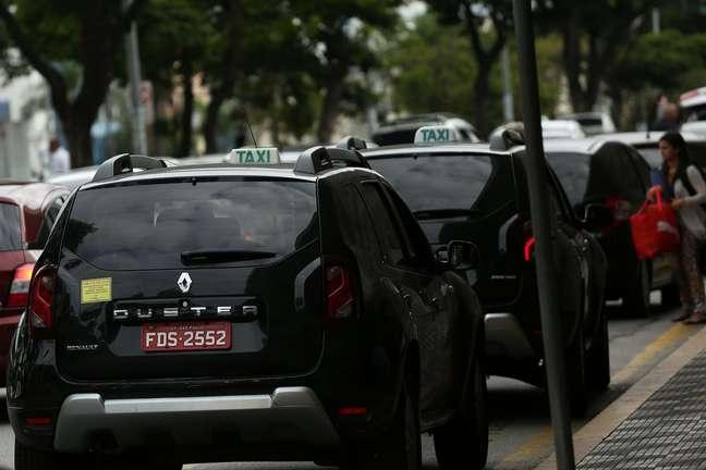 Criada no final de 2015 para rivalizar com o Uber, a categoria dos Táxis Pretos sofre com um percentual altíssimo de inadimplência
