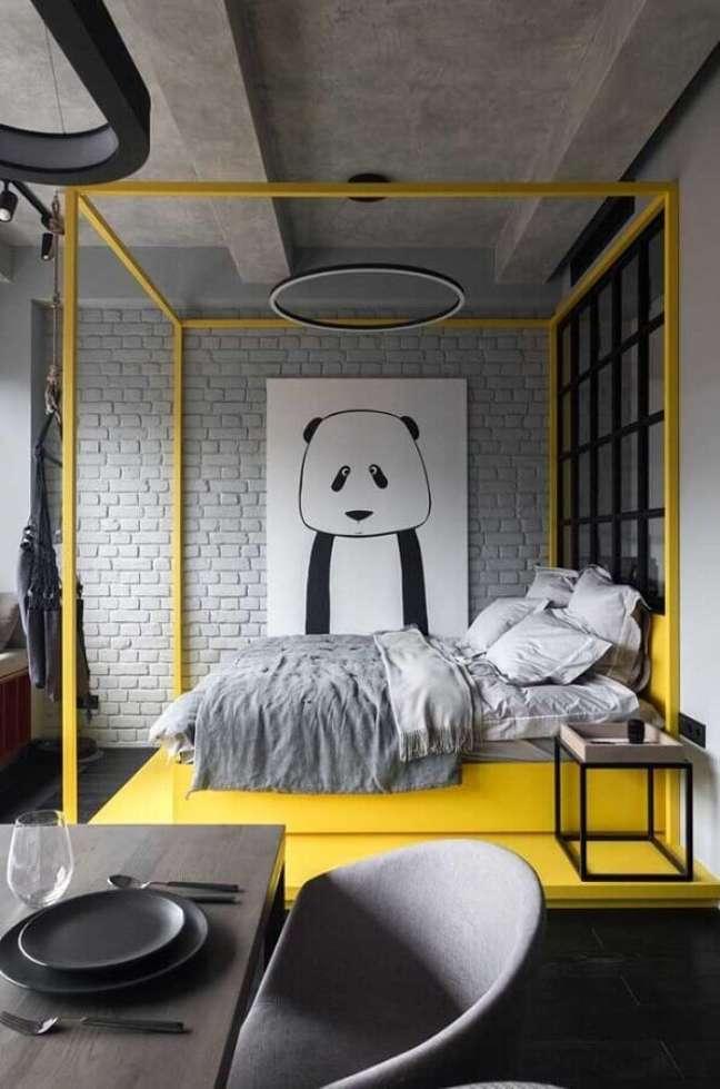 27. Cama com dossel para quarto de casal com decoração estilo industrial – Foto: Futurist Architecture