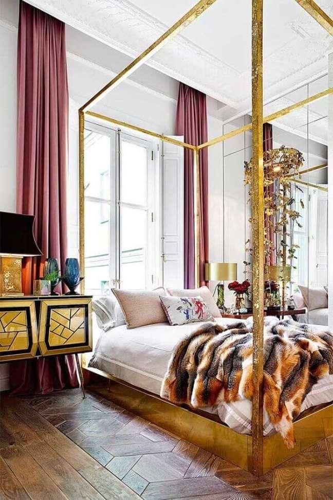 3. Quarto de luxo decorado com cama com dossel – Foto: Revista AD