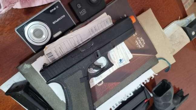 PF encontrou armas e simulacros durante as buscas