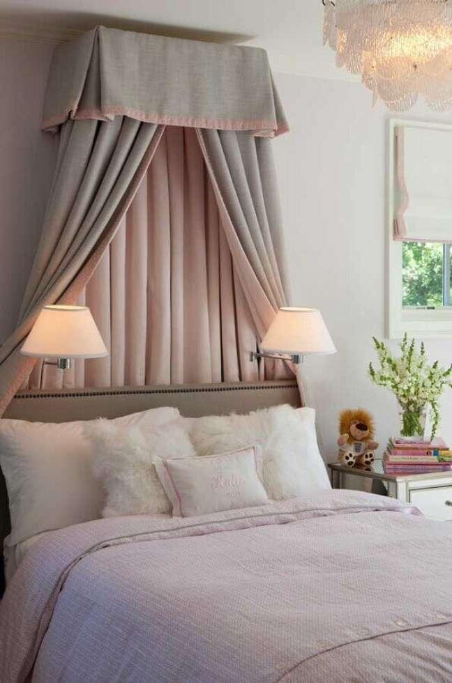 30. Cama com dossel para quarto de moca decorado com luminária de parede – Foto: Houzz