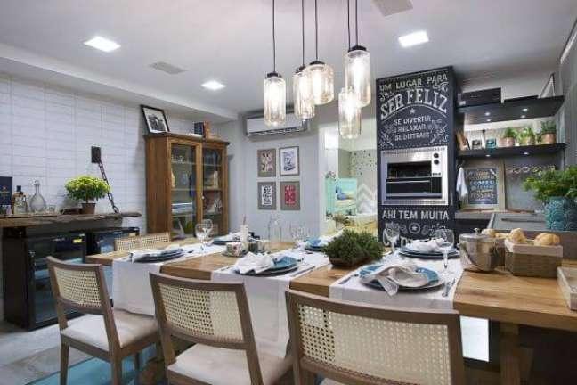 31. Cozinha com churrasqueira pequena para apartamento compacto – Foto Lorrayne Zucolotto