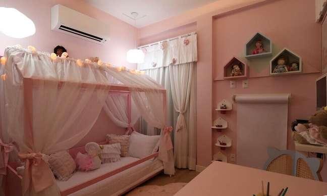 33. Cama infantil com dossel para decoração de quarto rosa – Foto: Andrea Bento