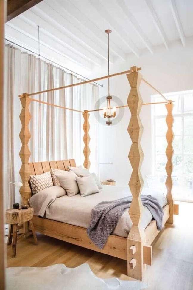 18. Cama com dossel de madeira para quarto de casal decorado com mesa lateral rústica – Foto: Ebay