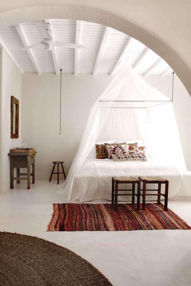 40. Dossel com mosquiteiro para decoração de quarto de casal simples – Foto: Behance