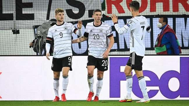 Jogadores da seleção alemã comemoram gol na vitória desta quinta-feira