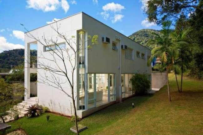 48. Fachada de vidro para casa com jardim amplo e design moderno -Foto BPA Arquitetura