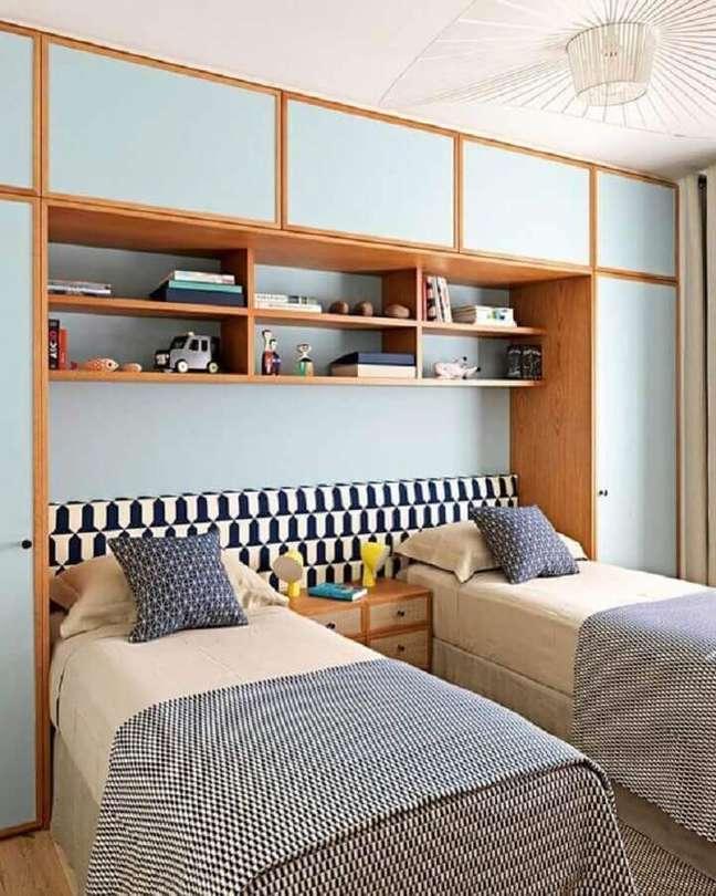39. Decoração de quarto de solteiro planejado com cabeceira para cama box – Foto: Arkpad