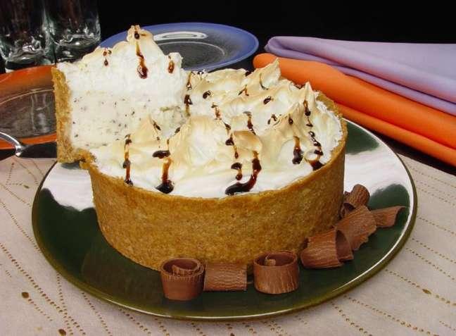 Guia da Cozinha - Torta de sorvete assado: sobremesa surpreendente e rápida de preparar