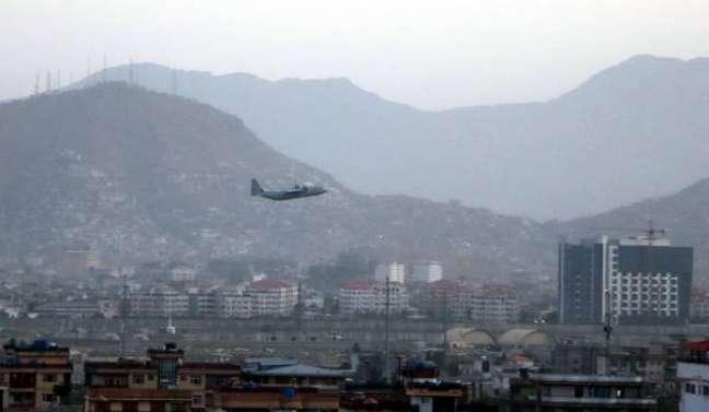 Voos humanitários e comercias voltaram a ser liberados no Afeganistão
