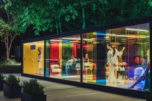 6. Fachada de vidro colorido para projeto da Deca – Foto Casa Cor