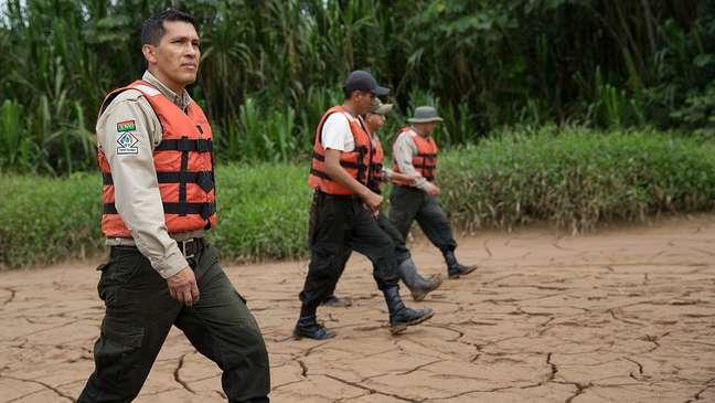 Marcos Uzquiano (primeiro à esq.) é um dos guardas florestais na reserva de Madidi