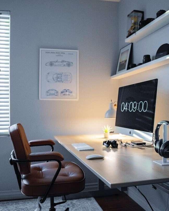 4. Luminária de mesa para decoração de home office – Foto: Unsplash