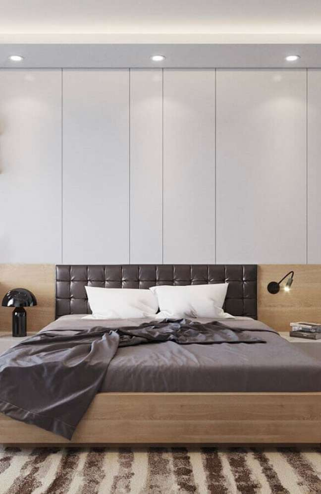 2. Cabeceira de camas box casal de couro para quarto grande decorado com abajur preto moderno – Foto: Otimizi