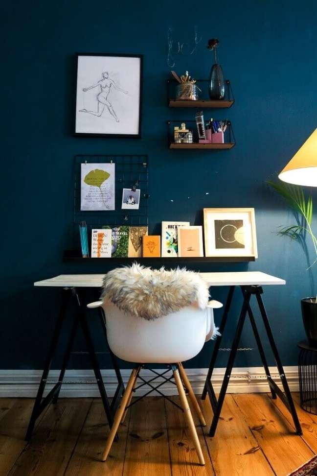 5. Decoração simples para home office com memory board – Foto: Unsplash