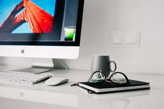7. Decoração de home office minimalista – Foto: Pixabay