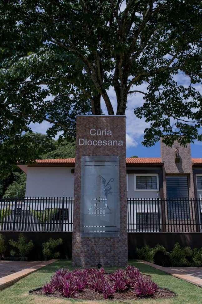 7. Placa de vidro para fachada comercial – Foto Arquiteta Danubia Lima