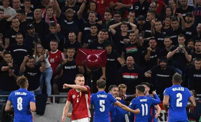 Inglaterra sofreu racismo contra Hungria. Episódio também aconteceu na Eurocopa (Foto: ATTILA KISBENEDEK / AFP)