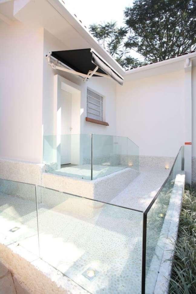 26. Fachada com guarda corpo de vidro- Foto Brunete Fraccaroli