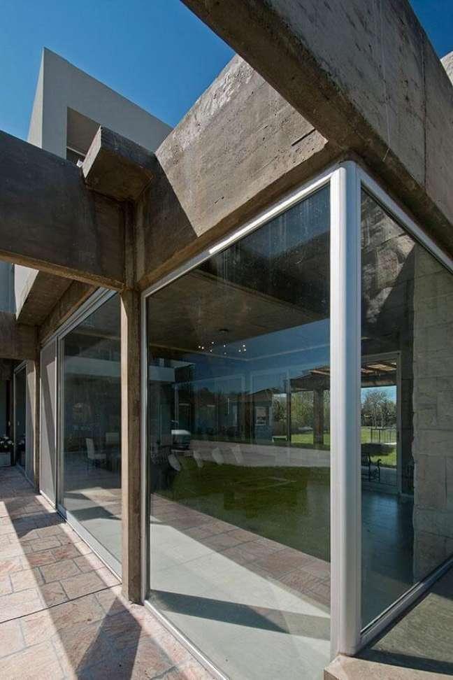 45. Fachada de vidro e madeira para casas modernas – Foto Estudio Sespede Arquitectos