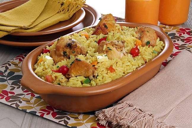 Guia da Cozinha - Galinhada caipira: refeição completa e fácil de fazer