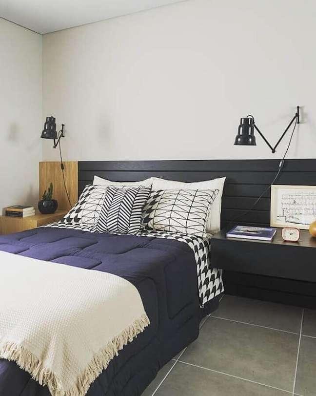 31. Decoração de quarto com cabeceira de camas box casal planejada – Foto: Rodrigo Martins Interiores