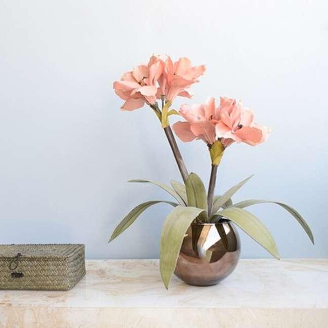 12. Vaso de amarilis artificial para decoração de casa – Foto Formosinha