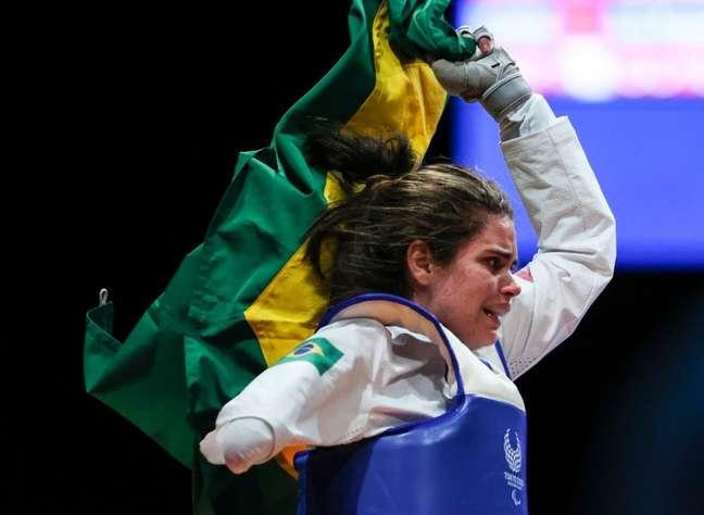 Silvana Fernandes vibra ao conquistar o bronze no K44 até 58kg Rogério Capela CPB