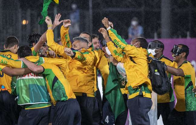 Jogadores da Seleção de futebol de 5 comemoram pentacampeonato no Japão Alê Cabral CPB