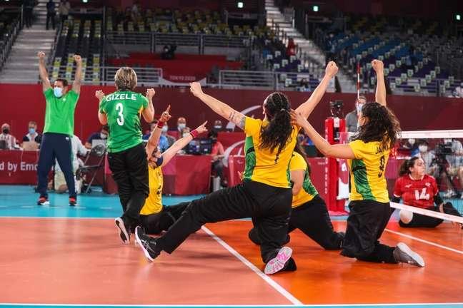 Seleção Brasileira feminina de vôlei sentado comemora o bronze na Paralimpíada Rogerio Capela CPB