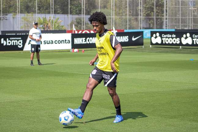 Willian em treino do Corinthians no CT Joaquim Grava neste sábado Rodrigo Coca Ag.Corinthians