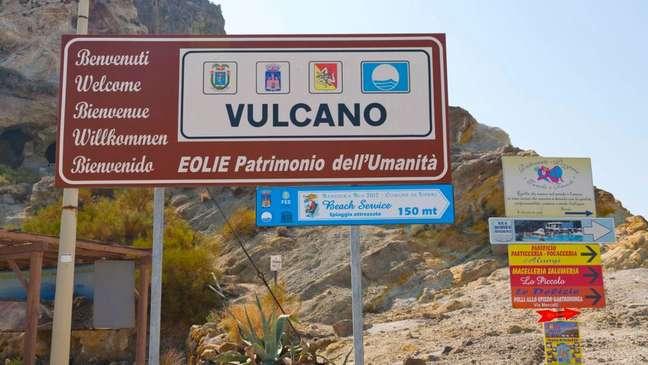 Vulcano recebeu esse nome em homenagem ao deus romano do fogo, que foi adotado como nome genérico de todos os vulcões
