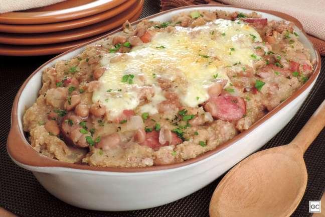 Guia da Cozinha - Receita de feijão gratinado pronto em 30 minutos