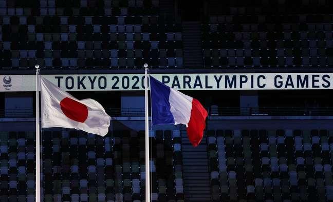 Bandeiras do Japão e da França foram hasteadas lado a lado Kim Kyung-Hoon Reuters