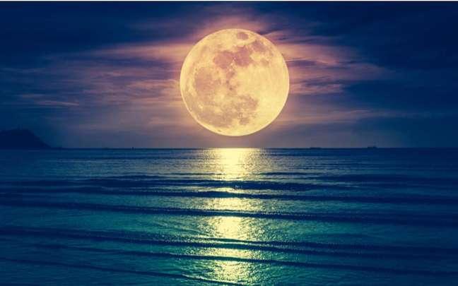 Aproveite a fase lunar para colocar em ordem o que está bagunçado na sua vida - Shutterstock.