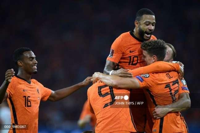 Comemoração do gol da Holanda sobre a Turquia (Foto: JOHN THYS / AFP)