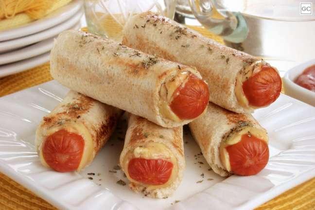 Guia da Cozinha - Enroladinho de salsichacom pão de forma