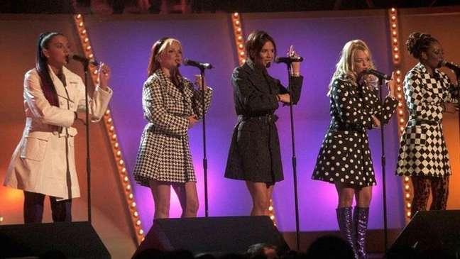 Nas redes sociais, fãs do grupo já estão ansiosos com a notícia que celebra os 25 anos do álbum