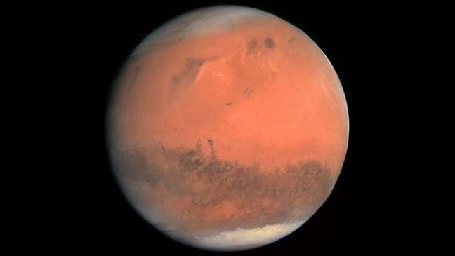Primeira foto em cores reais de Marte, tirada pela câmera OSIRIS da sonda espacial Rosetta, em fevereiro de 2007