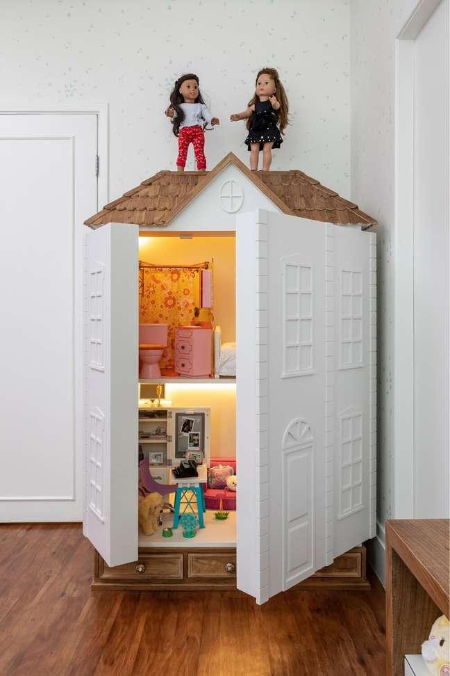 8. Na ausência de brincadeiras a casinha de bonecas pode ser fechada. Projeto de Marta Calasans