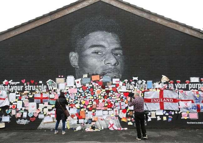 Mural de Marcus Rashford com mensagens de apoio após jogador ser alvo de racismo 13/07/2021 Action Images via Reuters/Ed Sykes
